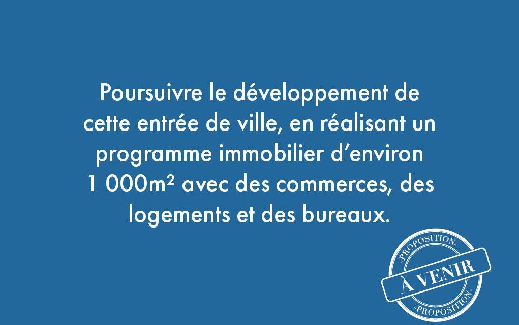 11. Poursuivre le développement de cette entrée de ville, en réalisant un programme immobilier d'environ 1 000m² avec des commerces, des logements et des bureaux.